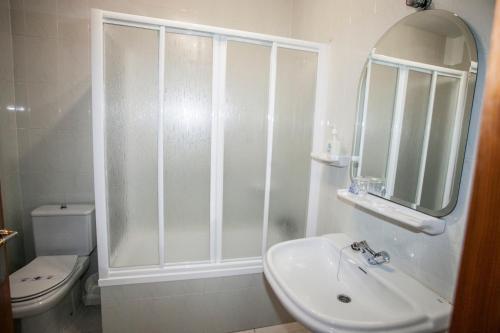 A bathroom at Hostal Venta Del Sol