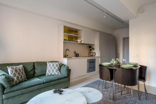 A seating area at Newly renovated apartment in great location