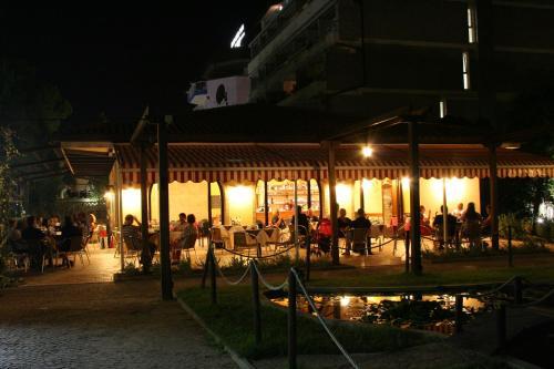 Restaurace v ubytování Albergo Capanna d'Oro