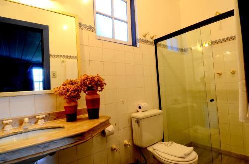 A bathroom at Hotel Pousada Casa Grande