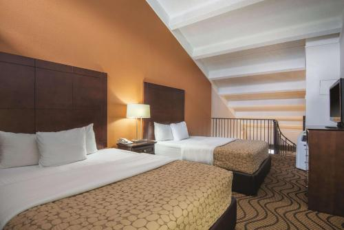 A bed or beds in a room at La Quinta by Wyndham Silverthorne - Summit Co