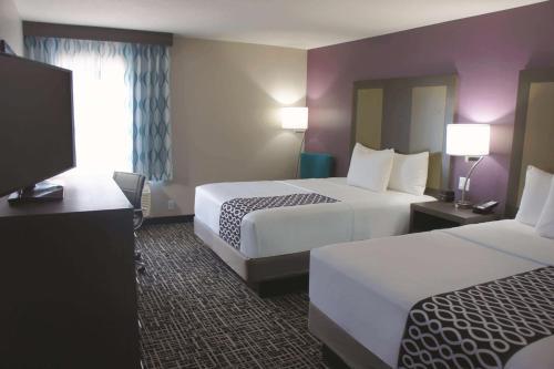 Łóżko lub łóżka w pokoju w obiekcie La Quinta by Wyndham Kanab