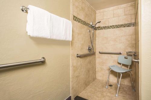 A bathroom at La Quinta by Wyndham Conference Center Prescott