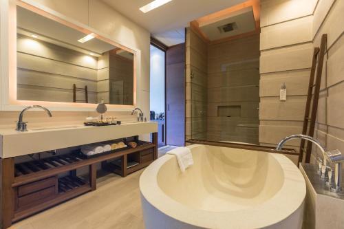A bathroom at Cape Nidhra Hotel