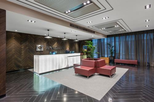 The lobby or reception area at Wyndham Hotel Melbourne