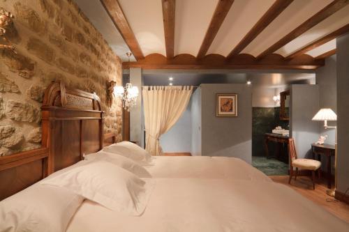 Uma cama ou camas num quarto em Hospederia de los Parajes