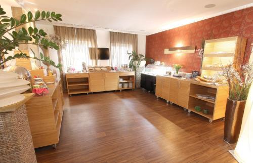 A kitchen or kitchenette at Altstadt-Hotel Passau