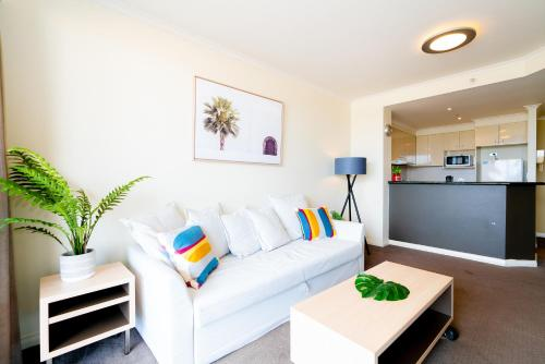 A seating area at OD14-Waterview 2Bedroom Apt in Darling Harbour