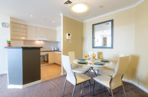A kitchen or kitchenette at OD14-Waterview 2Bedroom Apt in Darling Harbour