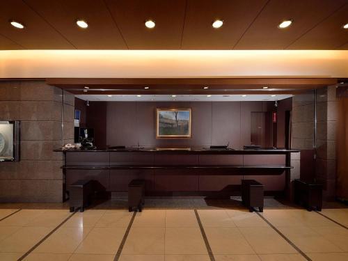 Area lobi atau resepsionis di APA Hotel Yokohama Kannai