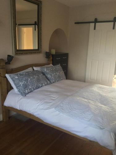 A bed or beds in a room at 63 Aragon Road