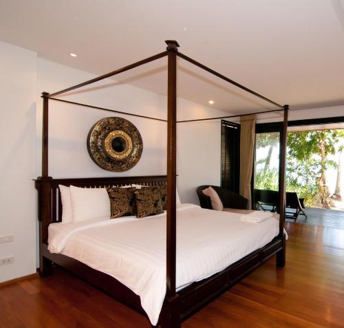 A bed or beds in a room at Plub Pla Koh Mak Retreat