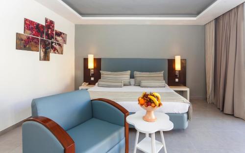 Кровать или кровати в номере Cesar Thalasso
