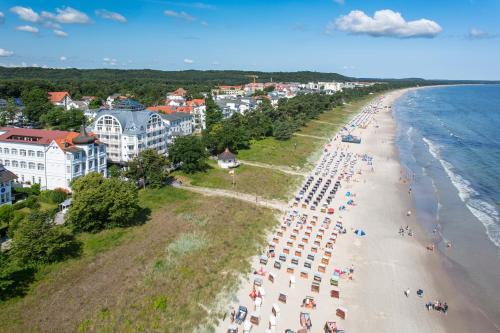 Blick auf Strandhotel Binz aus der Vogelperspektive