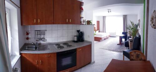 Küche/Küchenzeile in der Unterkunft Urlaubspension 'Hohes Rott' und Apartmenthaus