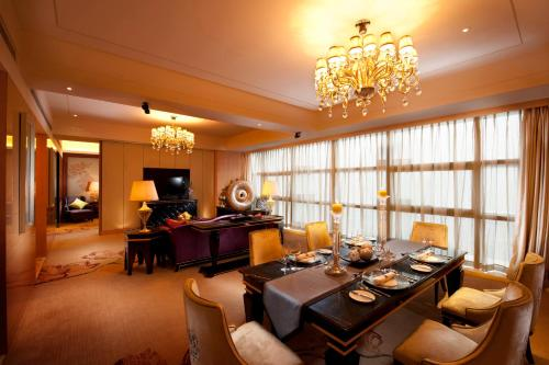 A restaurant or other place to eat at Hilton Guangzhou Baiyun