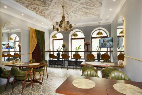 A restaurant or other place to eat at Design Hotel Senator