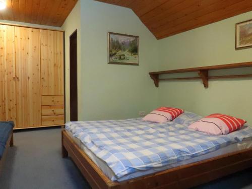 A bed or beds in a room at PLANINSKA KOČA NA GOZDU