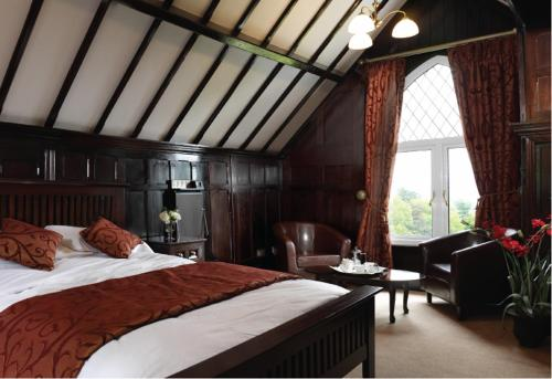 A bed or beds in a room at Lyons Woodlands Hall