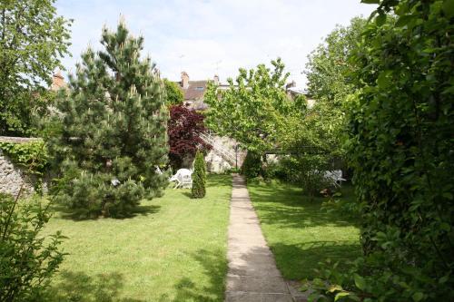 A garden outside Le Nid De Rochefort