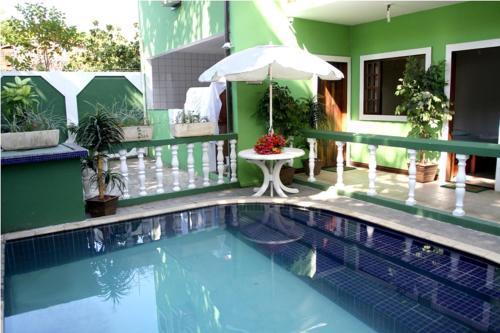 The swimming pool at or close to Pousada Leão do Mar