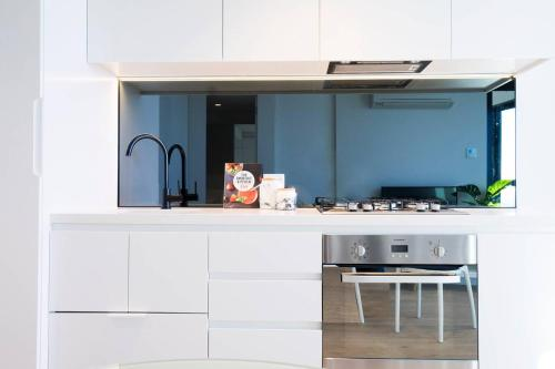 A kitchen or kitchenette at 08*1Bd 1Bth SkyCastle*Lvl 55 StunningView*FreeTram