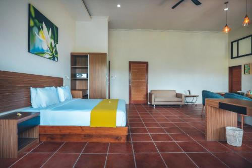 A bed or beds in a room at Kubu Cempaka Seminyak