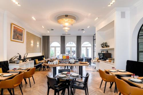 A restaurant or other place to eat at Hotel Rubens-Grote Markt