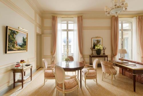 A seating area at Ritz Paris