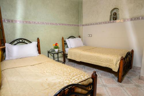 Cama o camas de una habitación en Hôtel Faouzi