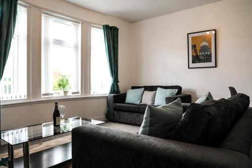 Glasgow, Bright 2-Bed Flat, 5 mins to City Centre