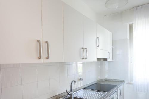 A kitchen or kitchenette at Residence Casa al Sole