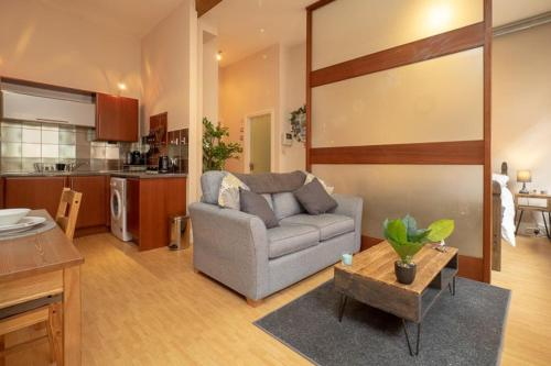 Stylish and comfortable Lace Market Studio Apartment