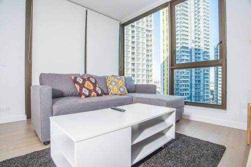 A seating area at Perfect location*CBD 2Bed2Bath APT*Parking*Wifi