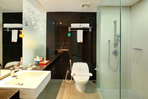 A bathroom at HARRIS Hotel Seminyak