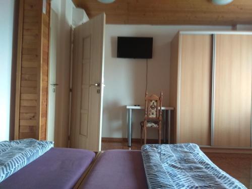 Televízia a/alebo spoločenská miestnosť v ubytovaní Penzionhanarobo