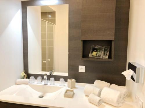 Ein Badezimmer in der Unterkunft Domitys Terra Souleou