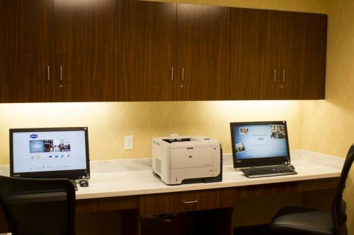 The business area and/or conference room at Hampton Inn & Suites Harrisburg