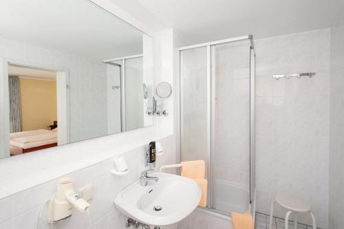 Ein Badezimmer in der Unterkunft Land-gut-Hotel BurgBlick