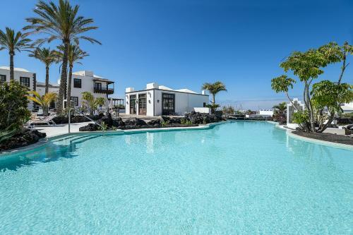 Het zwembad bij of vlak bij Hotel THe Volcán Lanzarote