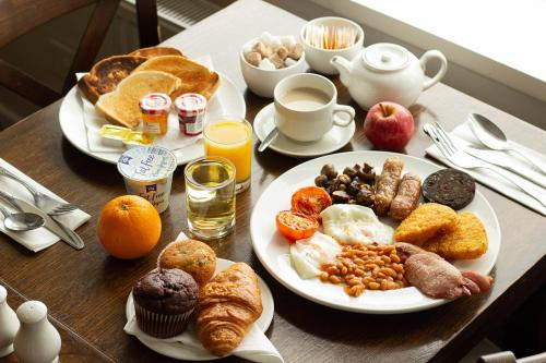 Breakfast options available to guests at The Bridge House Hotel