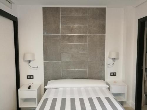 Кровать или кровати в номере Apartamentos Las Palmeras