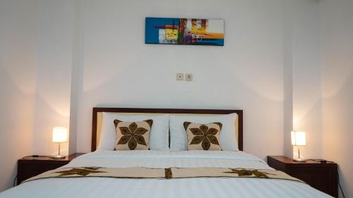 A bed or beds in a room at Marina Seaview Apartments