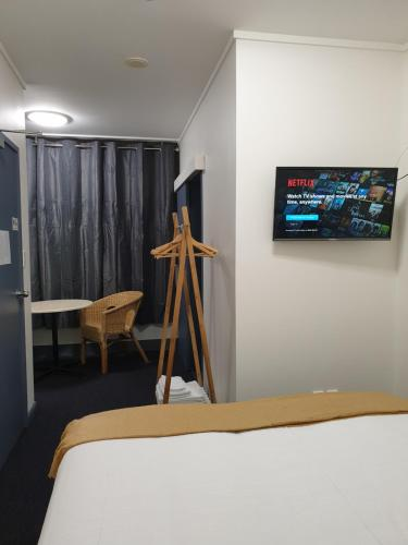 A bed or beds in a room at Archies Bunker Affordable Accommodation