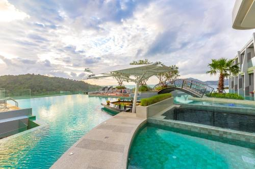 The swimming pool at or near Crest Resort & Pool Villas