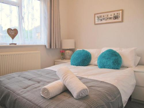 A bed or beds in a room at Classy House Near Trains, Mayflower, City Centre