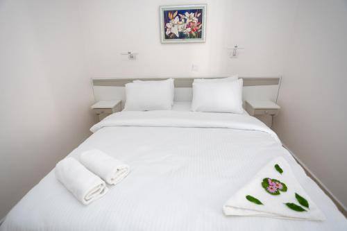 A bed or beds in a room at Mitos Apartments