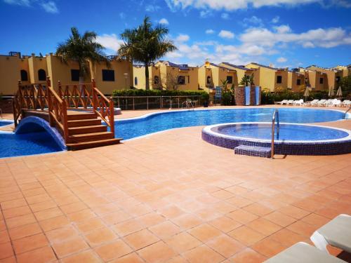 The swimming pool at or near Bahía Meloneras
