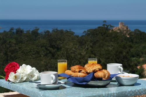 Breakfast options available to guests at Capo D'orto