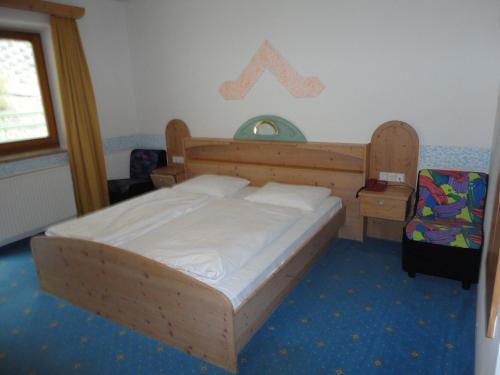 A bed or beds in a room at Hotel Saxl